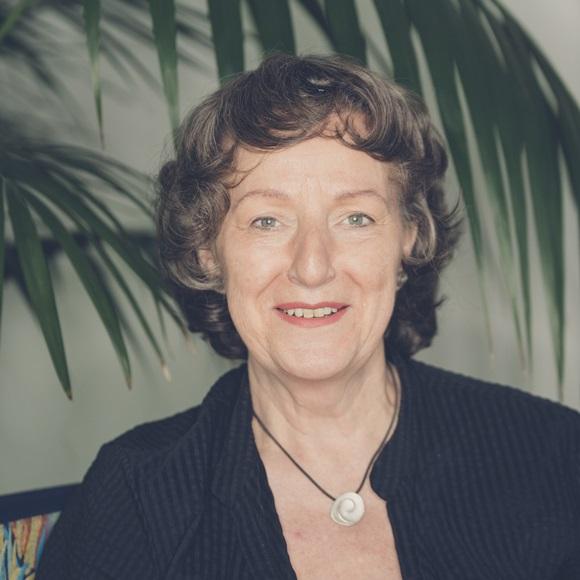 Dr. Silvia Hüge